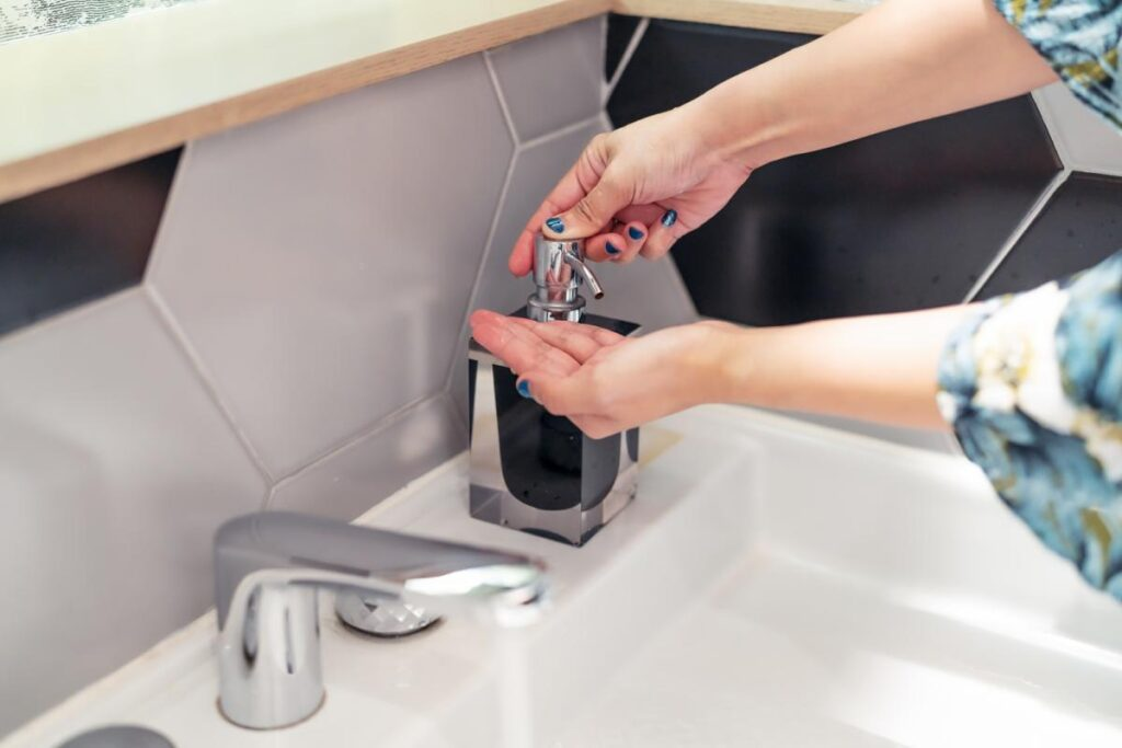 użycie dozownika mydła